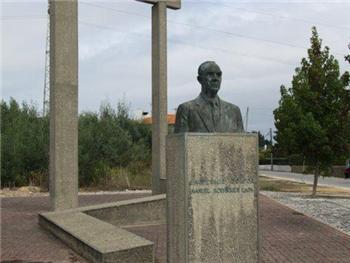 Monumento Manuel Rodrigues Lapa